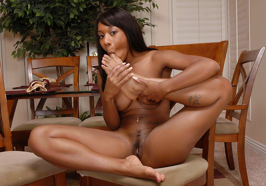 feet ebony suck